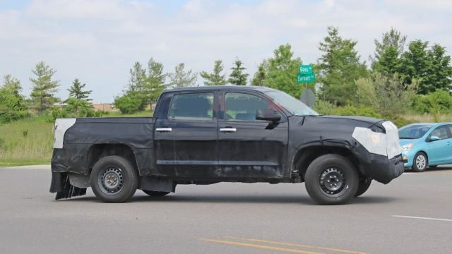 2021 Toyota Tundra redesign spy shot 2