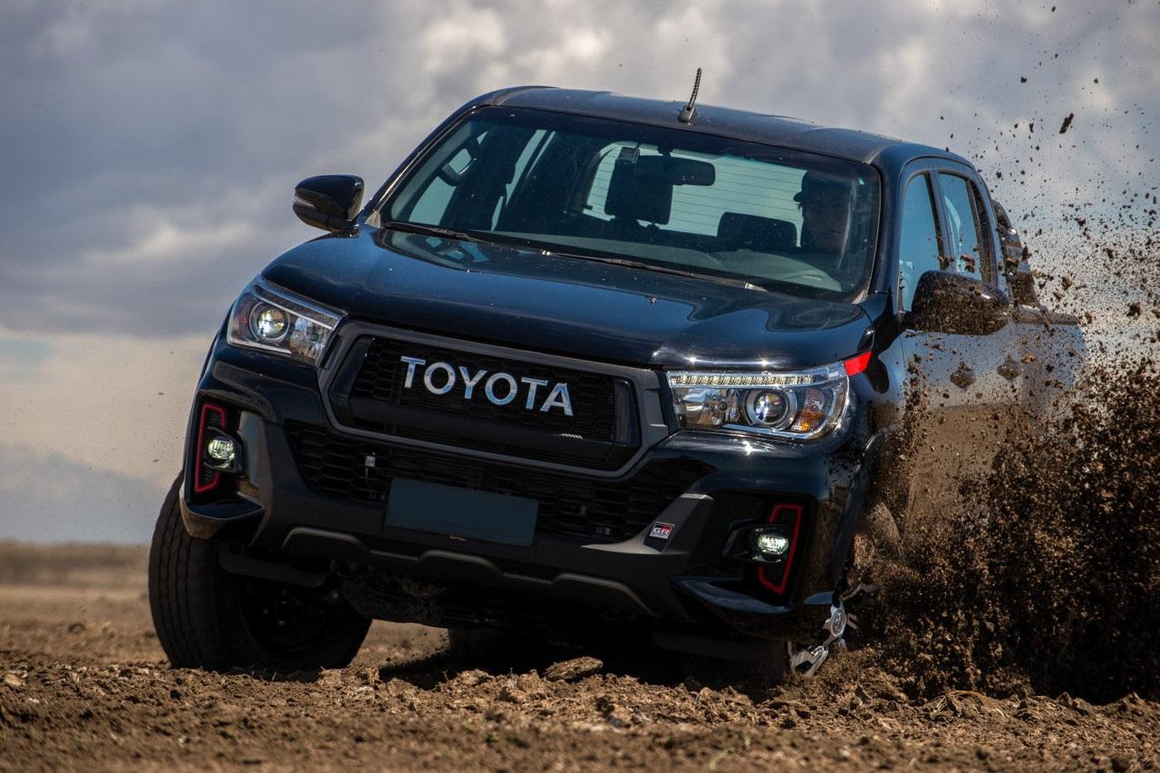 2021 Toyota Hilux Revo cover